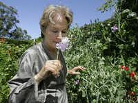 Alice Waters  in her garden in Bolinas, Calif. in 2008.(Paul Sakuma/AP)