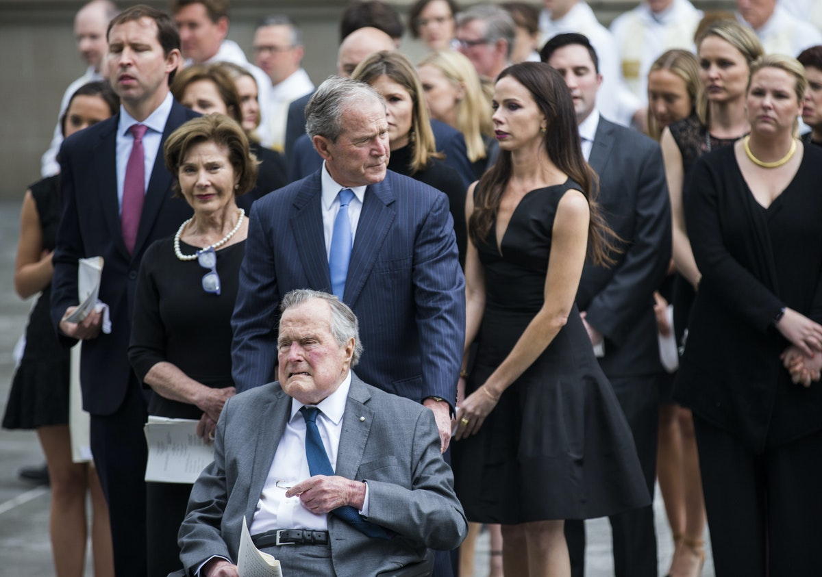 Photos Family And Guests Pay Their Respects To Barbara Bush In