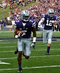 Carrollton police Officer Kip Daily runs with the ball in a Kansas State game.(Facebook/Carrollton Police Department)