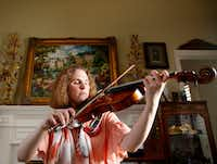 "<p><span style=""font-size: 1em; background-color: transparent;"">Rebecca Glass plays her viola in her home in Plano.</span></p>(Rose Baca/Staff Photographer)"
