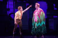 Tony nomine Ethan Slater, left, plays SpongeBob SquarePants and Highland Park High School alumnus Danny Skinner plays Patrick Star in 'SpongeBob SquarePants' at the Palace Theater in New York.(Sara Krulwich/The New York Times)