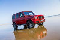 "The newly redesigned Mercedes-Benz G 500, in hyacinth red metallic. One of the newly redesigned features is the suspension, with Dynamic Select driving modes, the ""G-Mode"" and the three 100-percent differential locks to enhance ride comfort and agility on any surface.(DaimlerAG)"