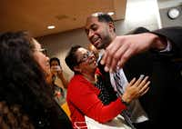 <p>Quintin Lee Alonzo hugged his aunt, Joanne Alonzo-Gloria (center), and reached to hug his mother, Julie Vazquez (far left), after he was declared innocent in May.</p>(Rose Baca/Staff Photographer)