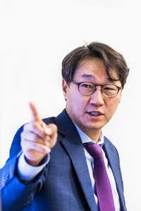 Nanotechnology expert MinJun Kim speaks to a group of people during Science in the City at SMU.(Carly Geraci/Staff Photographer)