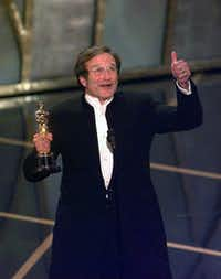 &nbsp;Robin Williams gives his acceptance speech after winning an Oscar for best supporting actor in&nbsp;<i>Good Will Hunting</i>&nbsp;in 1998.(Leonard Ortiz/DMN file)