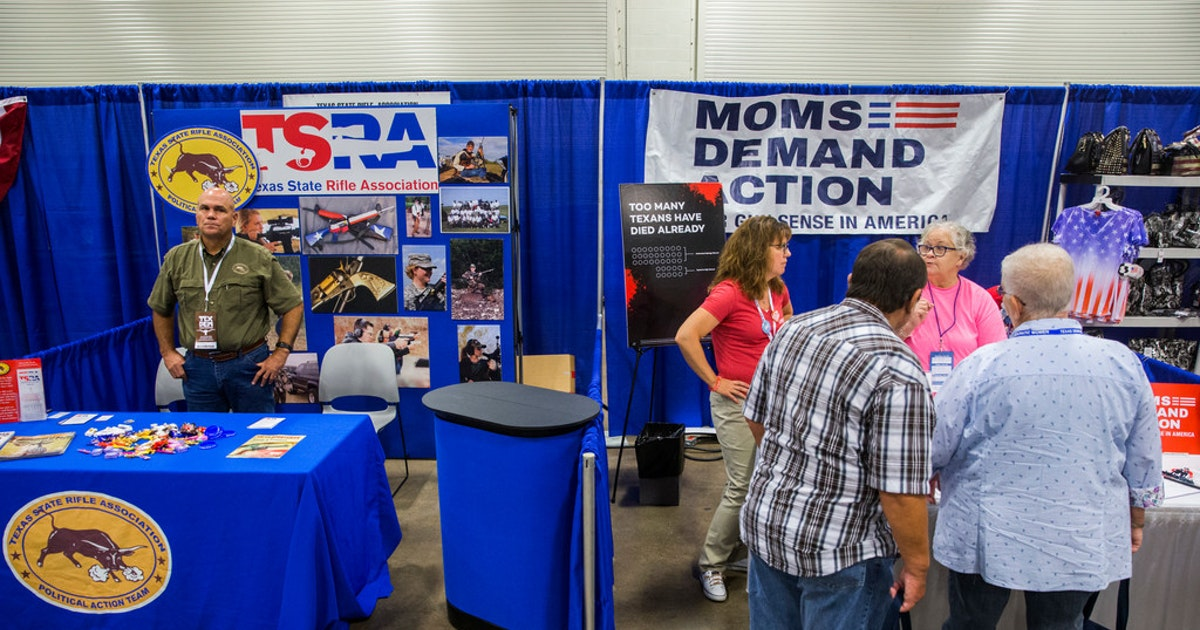 Republicans prank Texas Democrats with 'gun-free safe space' signs at their convention