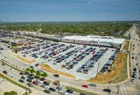 A new WinCo supermarket replaced a vacant space at this Carrollton shopping center.(Weitzman)