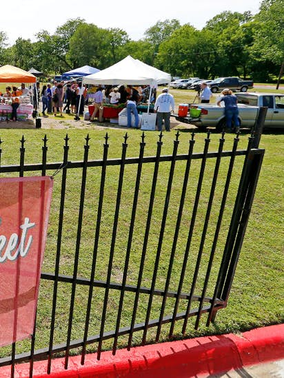 Dallas Farmers Markets Scrambling To Figure Out How To Accept Food - Farm to table dallas