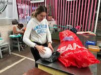 """<p>Isabella Mariel, a volunteer at the<span style=""""font-size: 1em; background-color: transparent;"""">Casamin shelter in Mexico City</span><span style=""""font-size: 1em; background-color: transparent;"""">, teaches migrants basic skills like cooking, sewing and crafts.</span></p>(Alfredo Corchado/Staff Photographer)"""