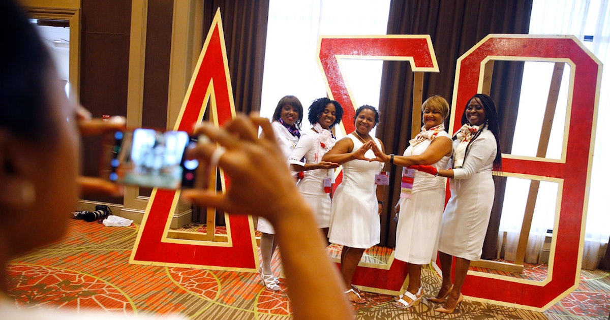 Delta Sigma Theta sorority will give hundreds of books to Dallas