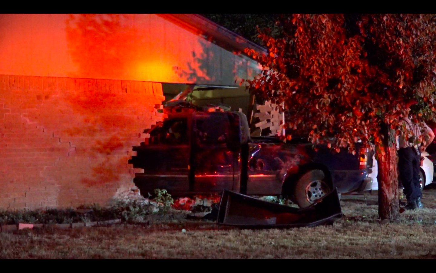 pickup driver fleeing fort worth police crashes into home but gets