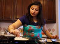 Sapna Punjabi-Gupta prepares to flip a roti at her home in Irving.(Vernon Bryant/Staff Photographer)