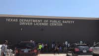 Long lines form at the Texas Department of Public Safety Driver License Mega Center in Carrollton, on Friday, August 3, 2018.(Samantha Gross/DMN Staff)