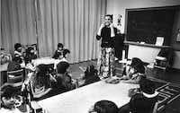 Teacher Marti Marks went through the paces with her kindergarten class on the first day of school.(1980 File Photo/John Rhodes )