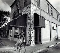 Dec. 9, 1991 - Highland Park Pharmacy(Louis Deluca/DMN)