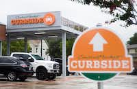 The curbside pickup area can be seen at Central Market on West Northwest Highway on Monday, September 3, 2018 in Dallas. (Ryan Michalesko/The Dallas Morning News) ORG XMIT: 20041536A(Ryan Michalesko/Ryan Michalesko)