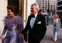 Mercedes and Sid Bass arrive before the  opening gala at the Bass Performance Hall in Fort  Worth in 1998. (Allison V. Smith/Special Contributor )