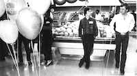 "<p>Michael Key (left)&nbsp;<span style=""font-size: 1em; background-color: transparent;"">scans the produce department with a companion during the mingling period.</span></p>(Judy Walgren/The Dallas Morning News)"