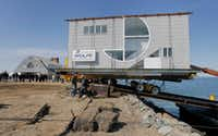 Robert Venturi's Lieb house is unloaded from a barge to Dr. Robert Gotkin and his wife Debora Sarnoff's waterfront house in Glen Cove, NY. (Akira Suwa/Philadelphia Inquirer)