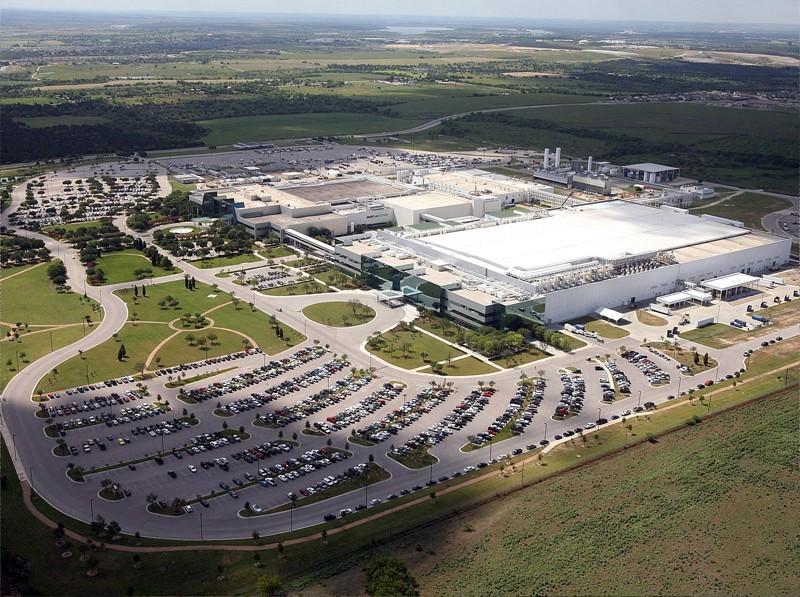 Дефицит полупроводников усиливается: Samsung так и не возобновил работу на фабрике в Техасе