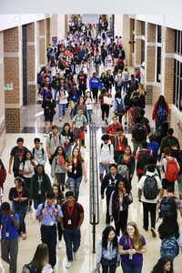 Students walk to class at Frisco ISD's Liberty High School on Thursday. (Rose Baca/The Dallas Morning News)