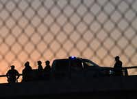 U.S. Border Patrol officers guard the fence separating US and Mexico in El Paso in 2016.(MARK RALSTON/AFP/Getty Images)
