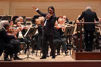 Violinist Leonidas Kavakos performs as soloist at Carnegie Hall, with Michael Tilson Thomas leading the San Francisco Symphony.(Hiroyuki Ito/The New York Times)