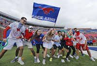 SMU fans get revved up before kickoff at Gerald J. Ford Stadium in 2016.(Louis DeLuca/Staff Photographer)