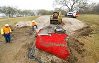 Texas Department of Transportation crews removed the red turf portion of the Texas-shaped sign on a hillside median off Interstate 20 between Mountain Creek Parkway and Spur 408 in southwest Dallas on Dec. 13, 2016. (Tom Fox/Staff Photographer)