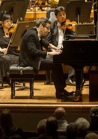 Pianist Jonathan Biss performs Beethoven's Piano Concerto No. 2 with the Dallas Symphony Orchestra and guest conductor Miguel Harth-Bedoya at Meyerson Symphony Center in Dallas on Nov. 1, 2018.(Carly Geraci/Staff Photographer)