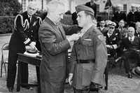 """<p><span style=""""font-size: 1em; background-color: transparent;""""></span></p><p>President Harry Truman bestows the Medal of Honor on&nbsp;<span style=""""font-size: 1em; background-color: transparent;"""">Cpl. Hershel """"Woody"""" Williams</span><span style=""""font-size: 1em; background-color: transparent;"""">.</span></p><p></p><p></p><p></p>(Hershel Williams<div><br></div>)"""