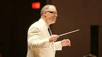 Jeff Tyzik conducts the Dallas Symphony Orchestra.(Dallas Symphony)