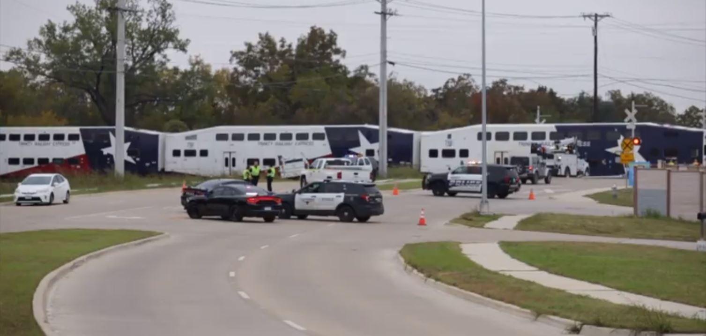 18-wheeler strucktre train at hurst crossing | traffic accidents
