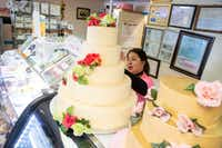 Naomi Vera Chavarria helps customers purchase a cake at Vera's Bakery Inc. in Dallas on Nov. 13, 2018.(Shaban Athuman/Staff Photographer)