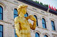 "<p><span style=""font-size: 1em; background-color: transparent;"">Conceptual artist Serkan Özkaya made his double-size golden replica of Michelangelo's <i>David</i> for the 9th International Istanbul Biennial in 2005. Now, the 30-foot-tall statue sits outside the 21c Museum Hotel in Louisville.</span></p>(21c Museum Hotels)"