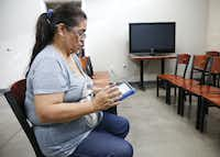 Maria J. Maldonado, a patient at Brother Bill's Helping Hand clinic, fills out the VitalSign6 survey at the nonprofit in Dallas.(Rose Baca/Staff Photographer)