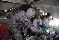 Southwest Airlines' Herb Kelleher passes out peanuts to customers on a flight from Dallas to San Antonio in 1991.(David Woo)