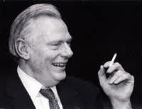 Herb Kelleher is shown in a staff meeting at the Southwest Airlines headquarters in 1991.(DAVID WOO/DMN files)