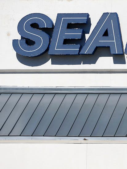 Sears avoids liquidation with about 400 stores that remain open