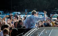 Beto O'Rourke waved goodbye to supporters after a rally during his last stop in North Texas before Election Day at Magnolia Park Cities Hotel in Dallas on Nov. 5, 2018.(Carly Geraci/Staff Photographer)