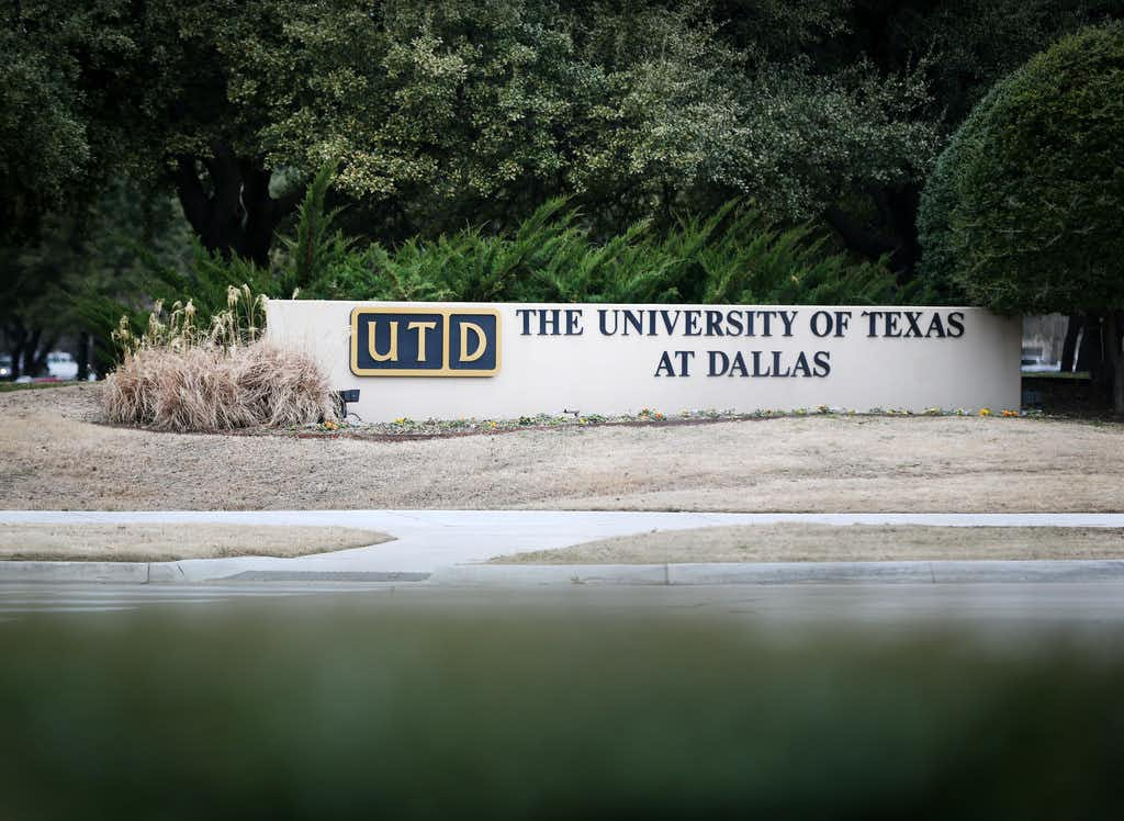 It's unclear how many students in the special master's program received inappropriate credit. University of Texas at Dallas officials say the school is no longer accepting students for the program and created new policies to address future transfer credit issues.(Rose Baca/Staff Photographer)