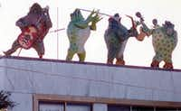 The Tango frogs on the roof of Tango nightclub in Lower Greenville in 1984.(1984 File Photo/The Dallas Morning News)