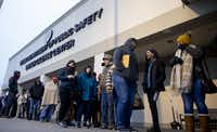 People line up outside the entrance at the Texas Department of Public Safety Driver License in Garland.(Shaban Athuman/Staff Photographer)