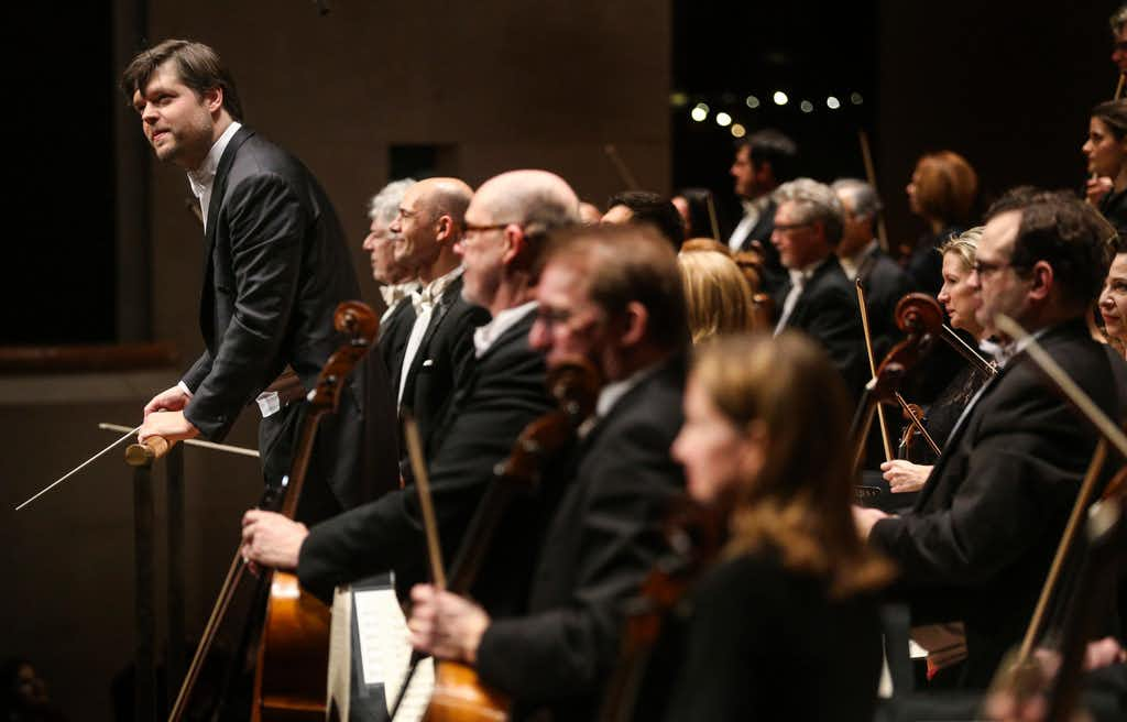 Razzle-dazzle Strauss and Respighi from Juraj Valcuha and the Dallas Symphony