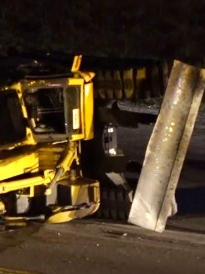 Semi hits overpass, dumps excavators onto Loop 820 in northwest Fort