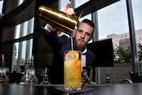 Bartender Tyler Upshaw prepares a Grove nonalcoholic cocktail with Seedlip grove at the Pegasus Bar inside the Omni Hotel in downtown Dallas.(Ben Torres/Special Contributor)