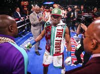 Errol Spence Jr. talks with Floyd Mayweather Jr. before a IBF World Welterweight Championship match between Spence and Mikey Garcia on March 16, 2019, at AT&T Stadium in Arlington.(Ryan Michalesko/Staff Photographer)