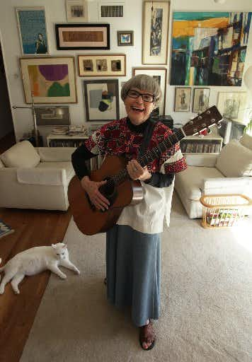 Lu Mitchell, 'godmother' of Dallas folk music who wrote more than 300 songs, dies at 95