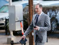 Dr. Nick Nicholson walks into the Earle Cabell Federal Building in downtown Dallas on Monday, March 25, 2019. NIcholson is one of several surgeons on trial. The defense in the Forest Park Medical Center bribery and kickback trial begins making their case today.(Vernon Bryant/Staff Photographer)