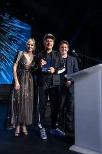 At the MTV:REDEFINE gala at Dallas' Statler Hotel, Goss-Michael Foundation's Joyce Goss and Kenny Goss (right) honor British artist Marc Quinn (center).(Special Contributor/Bruno)
